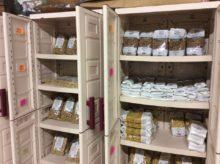 Prodotti in stock (pasta e riso) presso lo spaccio del Des Tacum, PC, aperto il mercoledì sera.