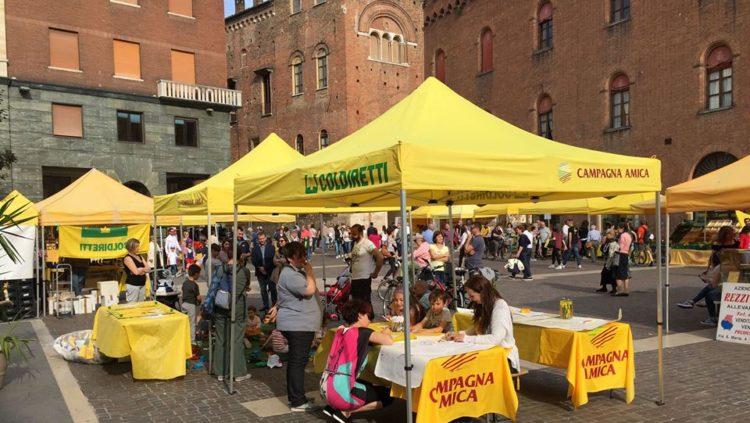 Mercato Campagna Amica in piazza Stradivari, Cremona. Foto © Coldiretti.