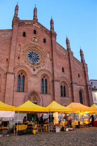 Mercato contadino Pavia Piazza del Carmine