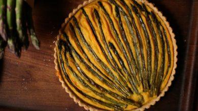 Quiche vegana con asparagi, fagioli cannellini e zafferano