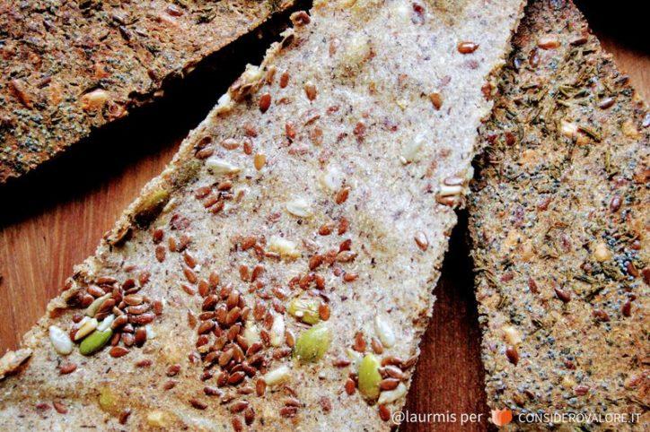 Gallette di farina di riso e grano saraceno, semi