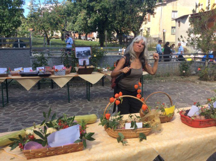 Antonella Gallino in visita a un mercato contadino