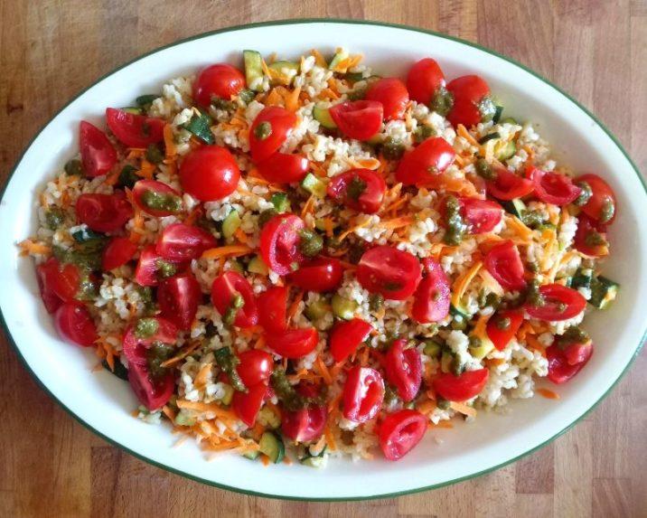 riso integrale con pomodorini, zucchine e pesto di portulaca