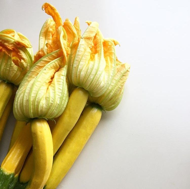 zucchine gialle con fiore