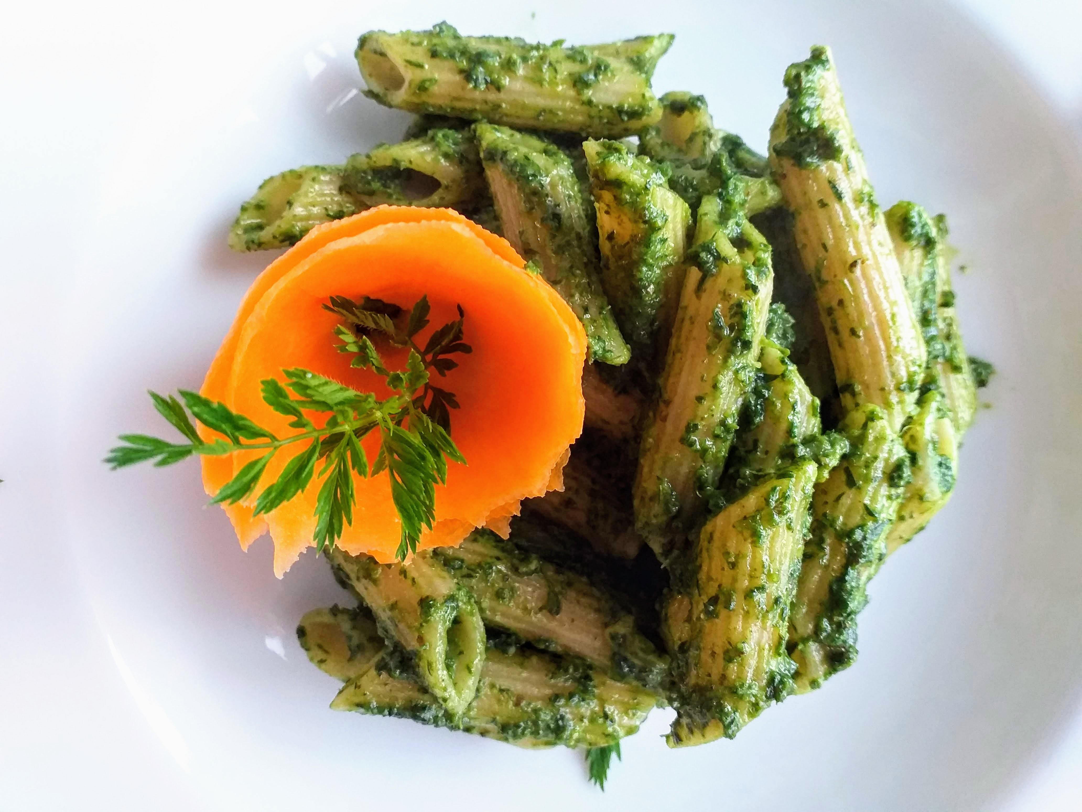 pasta con pesto di foglie di carote
